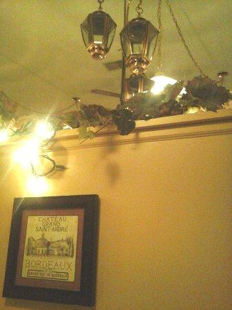 The Brass Lantern Restaurant and Lounge: Brass Lantern Decor