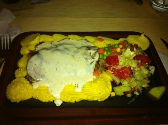 Mamma Mia Ristorante Italiano: Fillet steak with Roquefort and mashed potato.