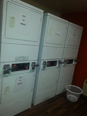 Extended Stay America - Pittsburgh - Monroeville: Laundry Room.