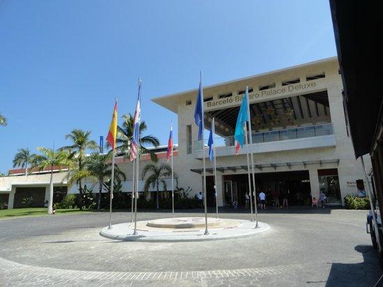 Barcelo Bavaro Palace: Frente Resort