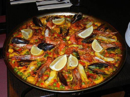 Prinsotel Alba Hotel Apartments: Paella de pescado (di pesce)