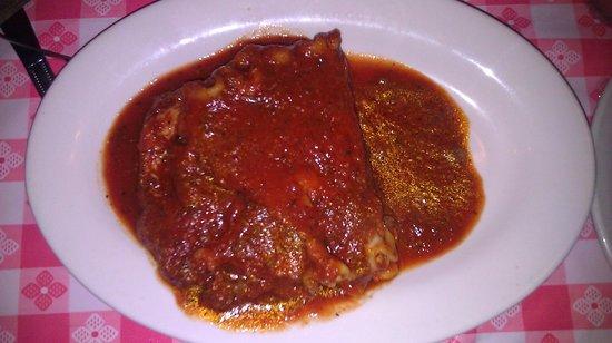 Martinelli's Little Italy : Lasagna Yummmmy!
