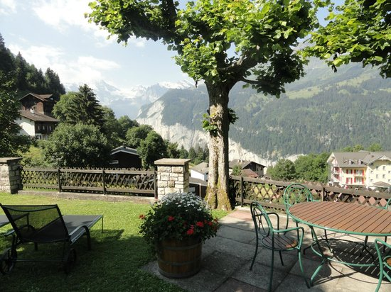 Hotel Alpenrose Wengen: View from the patio ... so quiet and a lot of peace!