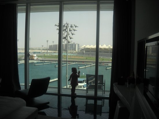 Yas Viceroy Abu Dhabi: another suite view