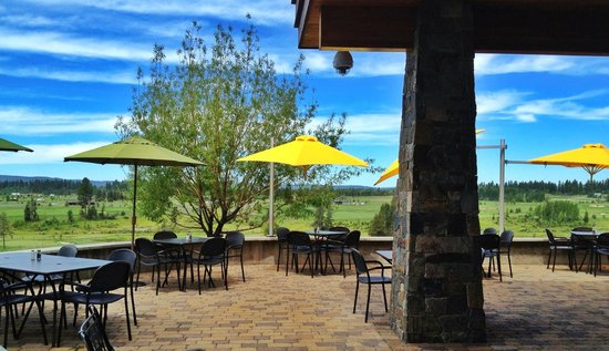The Clubhouse at Jug Mountain Ranch : Clubhouse Patio