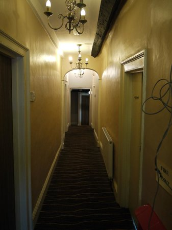 Guildhall Tavern Hotel & Restaurant: Dreary hallways