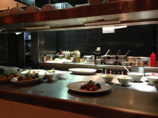 La cuisine ouverte picture of carre llorca nice for Cuisine ouverte restaurant