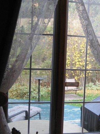 Gite les Petites Mesanges : gaie bleu room view