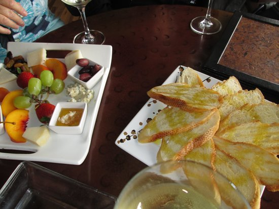 STAX Wine Bar & Bistro: Bella's $20 Cheese plate