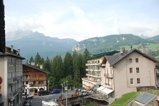 Mountain view picture of hotel meuble villa neve for Hotel meuble villa neve cortina