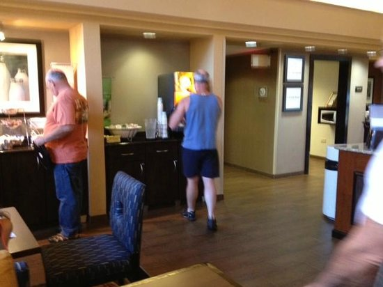 Hampton Inn & Suites Hoffman Estates: Hampton breakfast