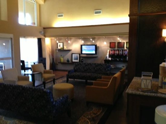 Hampton Inn & Suites Hoffman Estates : Hampton lobby
