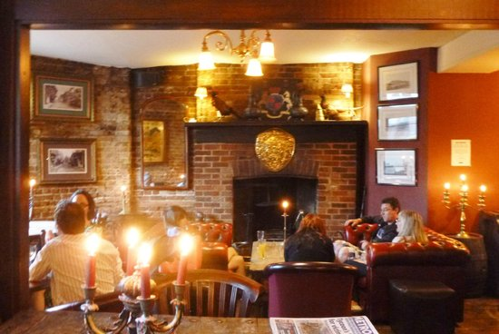 The Kings Arms Hotel : cosy lounge