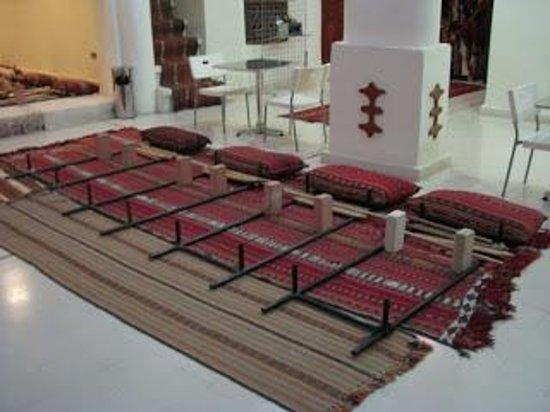 Sadu House: Sadu looms