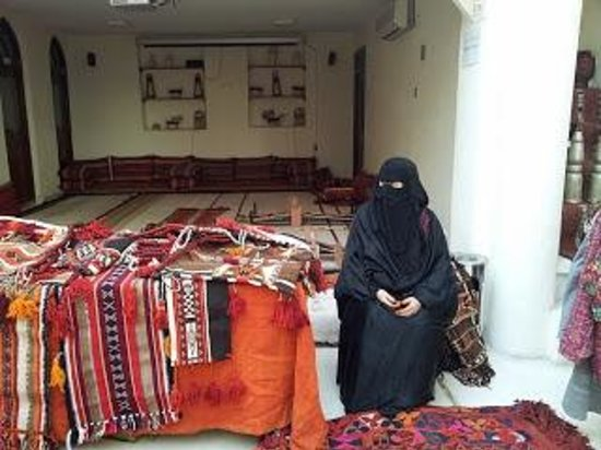 Sadu House: Lady selling her sadu items