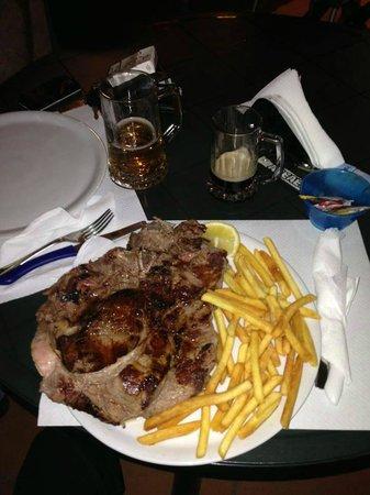 Mc Roy Inn: bisteccona di toro 900gr steccata in due