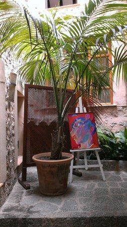 Belmond La Residencia: Экспозиции местных художников