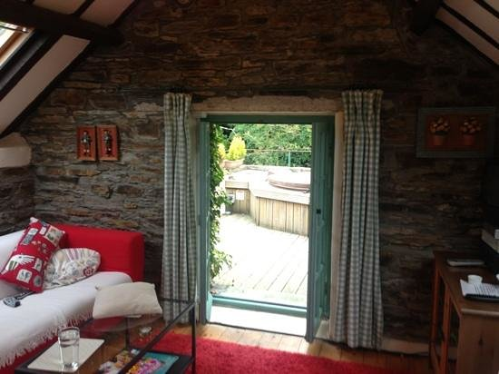 Grove House and Courtyard Cottages: sitting room