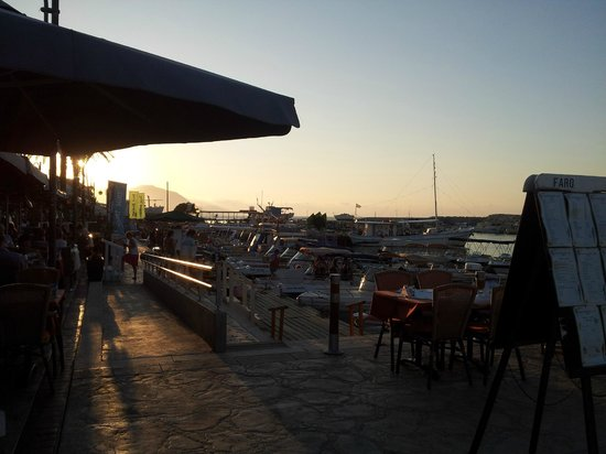 Faros Bar And Restaurant: Faros overlooking the harbour