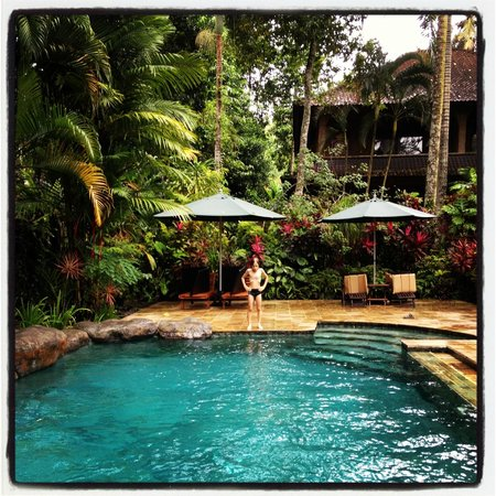 Taman Rahasia Tropical Sanctuary & Spa: edgar at the swimming pool