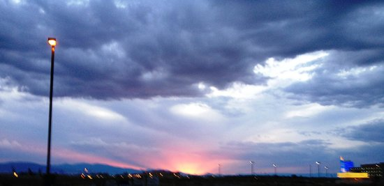 Hampton Inn Alamosa : Beautiful sunsets for room facing west.