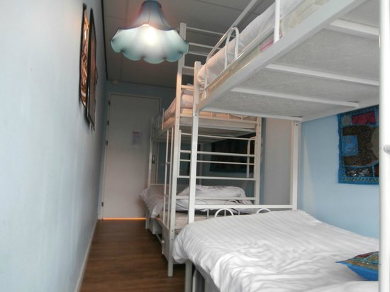 Hostelle: Room 15, 4 beds, bottom view
