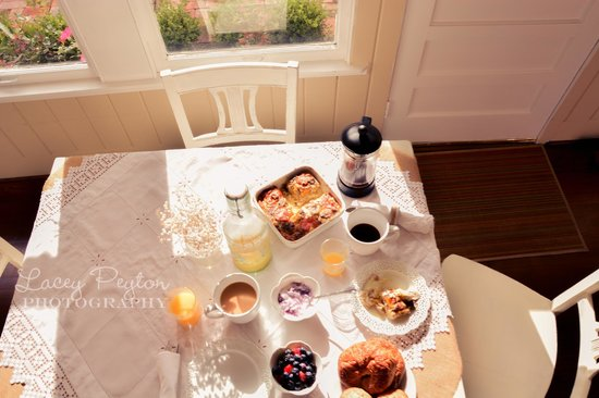 Hodge Podge Lodge: Guest Breakfast in the Tea Room