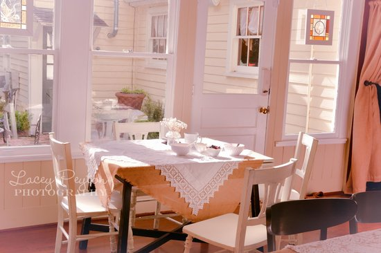 Hodge Podge Lodge: Bed & Breakfast, Tea Room