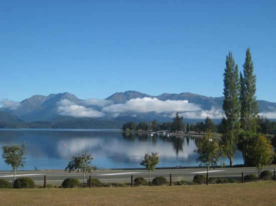 Te Anau Lakeview Holiday Park : Brilliant view from our campervan one morning!