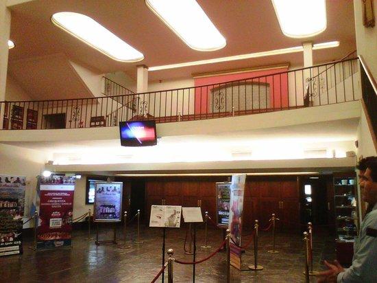 Teatro Provincial de Salta : Hall y salón acceso a primer piso