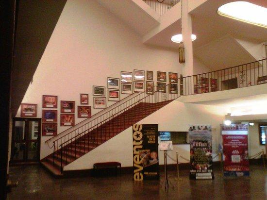 Teatro Provincial de Salta : Hall y acceso a pisos superiores