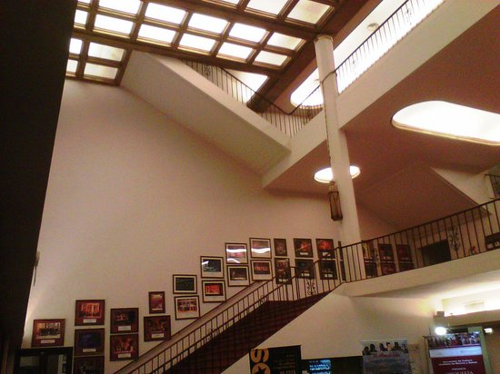 Teatro Provincial de Salta : Acceso a pisos superiores