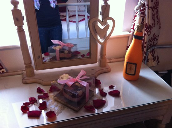 The Haven B&B: Champagne and petals.