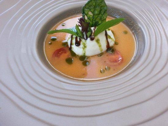 La Pierrevue : Menu à 18e Entrée 2 gaspacho de basilic tomate mozzarel