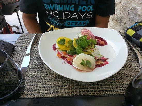 La Pierrevue : Menu à 18e raviole de chevre dé de saumon fumé
