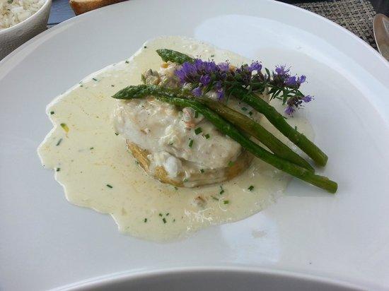La Pierrevue : Menu à 18e Plat flan d'asperge merlu et sauce au beurre un régal !