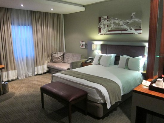 Holiday Inn Johannesburg-Rosebank: Room