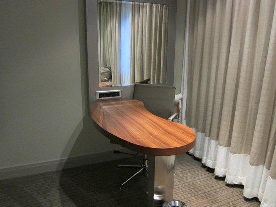 Holiday Inn Johannesburg-Rosebank: Room Desk