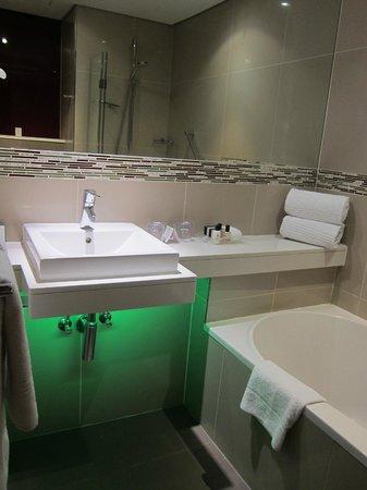 Holiday Inn Johannesburg-Rosebank : Bathroom