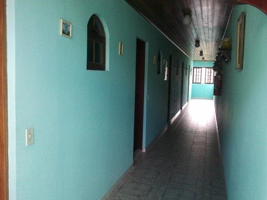 Hotel Recanto Dirros: quartos sem nenhum isolamento acústico, você é acordado o tempo todo