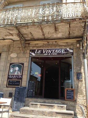 Le vintage picture of le vintage bar tapas pezenas for Restaurant a pezenas