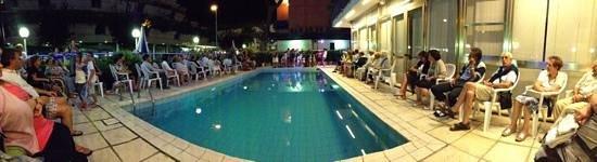 Hotel La Cappuccina: Serata festa in piscina