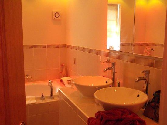 Havenhurst House: Bathroom 2