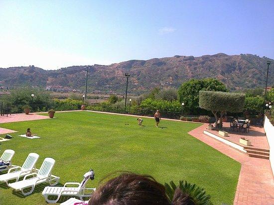 A Nuciara Park Hotel & SPA: prato