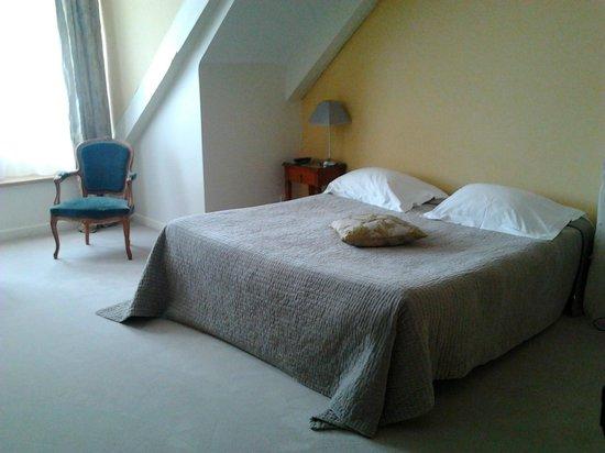 BEST WESTERN Le Renoir: Et vous ne voyez que la moitié de la chambre!!!