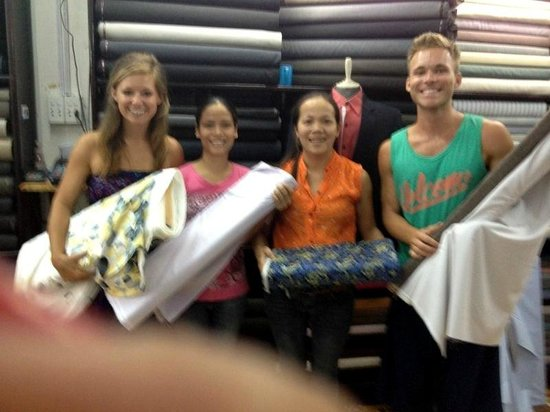 Rin My Fashion Tailors : Choosing our fabrics.