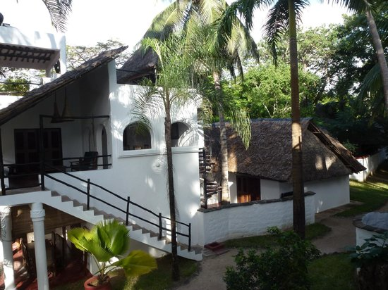 Kusini Beach Cottages: View of Magharibi, the adjacent cottage