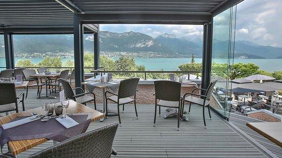 terrasse face au lac - Photo de Hotel Beauregard, Sevrier - TripAdvisor