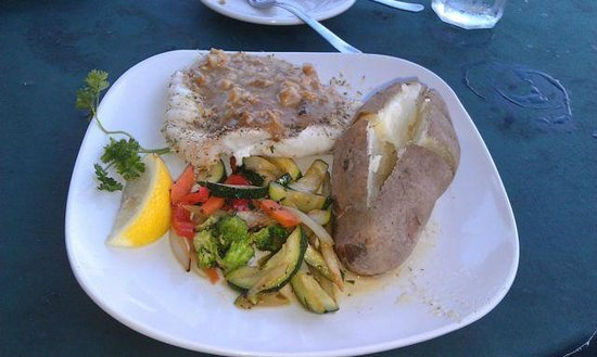 Grouper's Waterfront Restaurant: good grouper, nauseating sauce