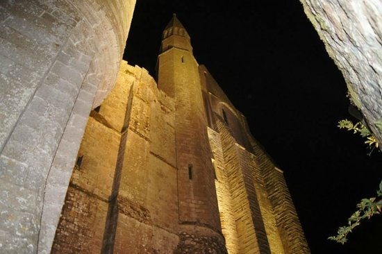 Hotel Le Mouton Blanc: Abbey at night